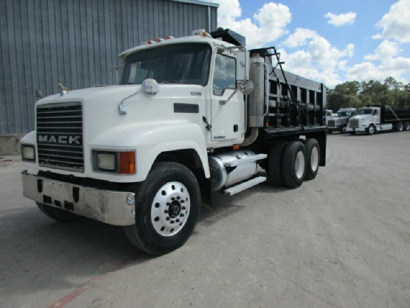 2004 Mack Ch613  Dump Truck