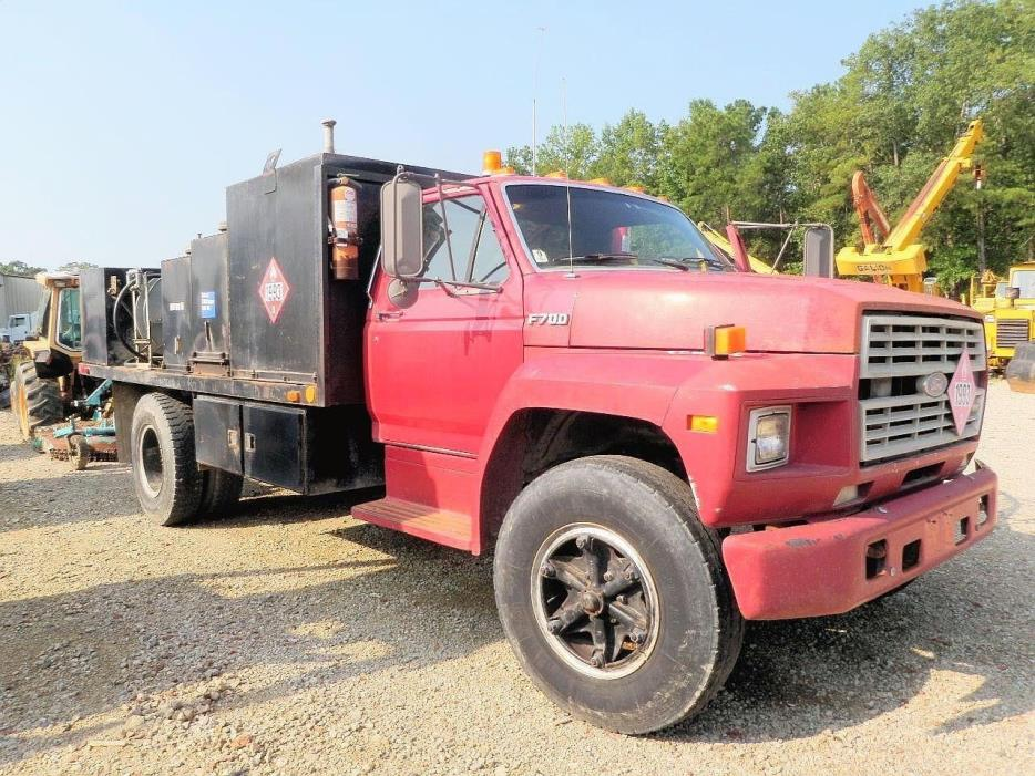1987 Ford F700  Fuel Truck - Lube Truck