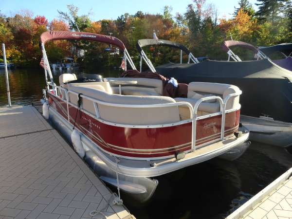 2014 Sun Tracker Party Barge 22 DLX