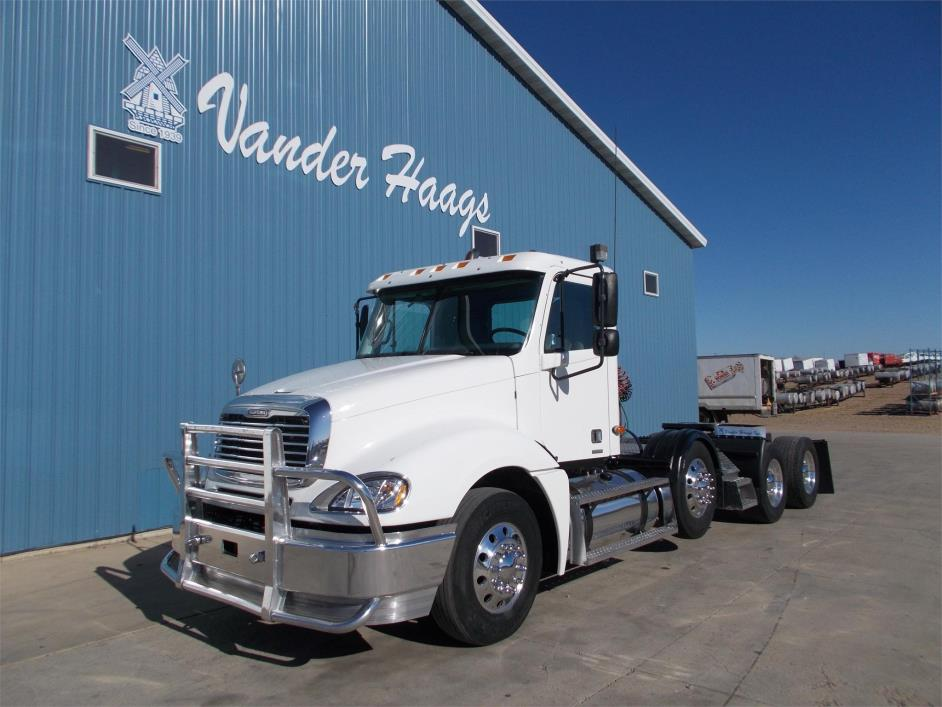 2003 Freightliner Columbia 120  Conventional - Day Cab