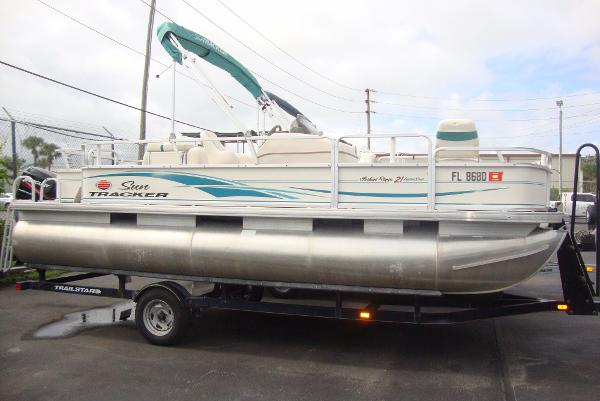 2005 Sun Tracker pontoon