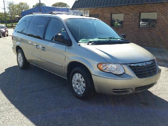 2005 Chrysler Town & Country 4dr LWB LX FWD