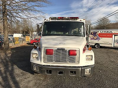 2003 freightliner Ambulance service truck 5.9 cummins motor 166,588 miles
