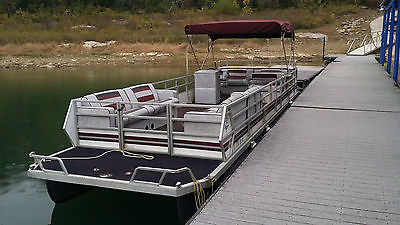 1989 28 foot JC pontoon boat