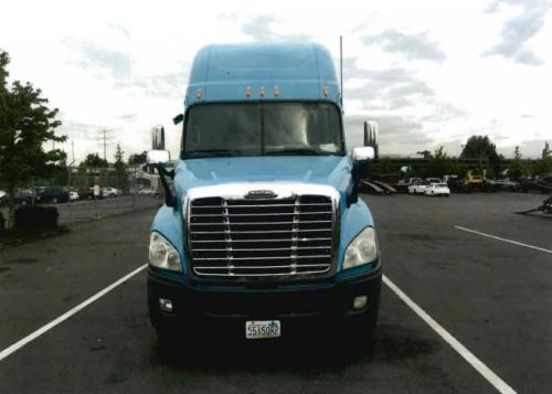 2010 Freightliner Cascadia Conventional - Sleeper Truck