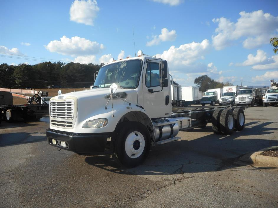 2006 Freightliner Business Class M2 112 Cab Chassis