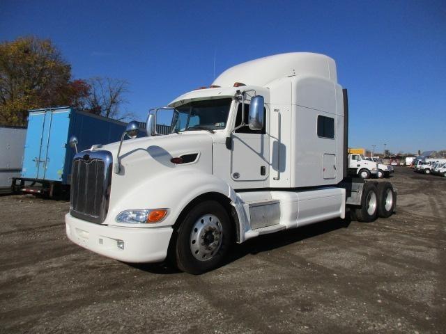 2010 Peterbilt 386 Conventional - Sleeper Truck