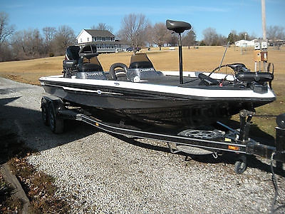 2004 Champion 206 DCX Elite Bass Fishing Boat with Mercury 250XB Motor