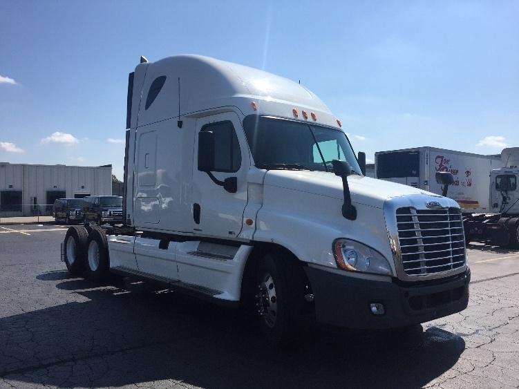 2011 Freightliner Cascadia Conventional - Sleeper Truck