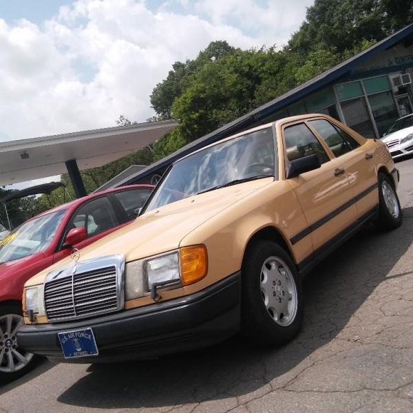 1987 Mercedes-Benz 300 Series 4dr Sedan 300D Turbo Auto