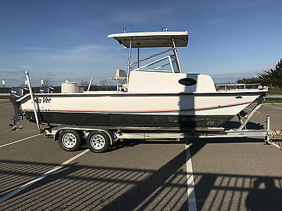 2005 22' Twin Vee Hawaiian with twin 90 Yamaha 2 strokes and trailer