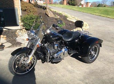 2015 Harley-Davidson Freewheeler 2015 Harley Davidson Freewheeler, Vivid Black, Exc. cond. with 547 actual miles