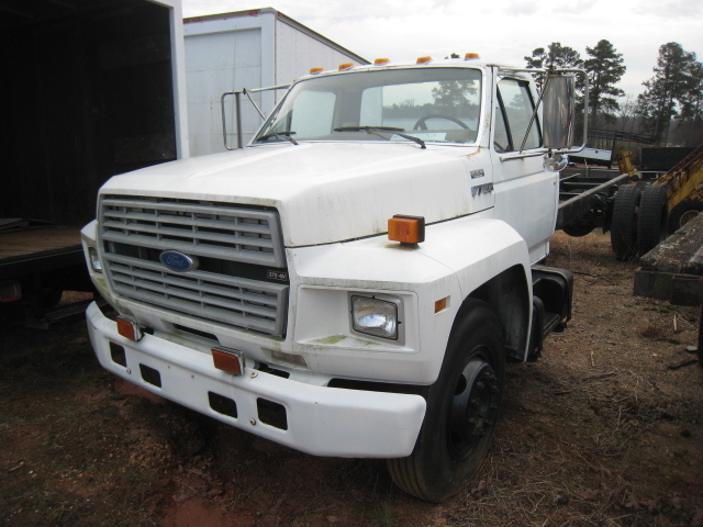 1987 Ford F700 Cab Chassis