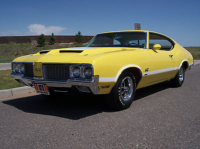 1970 Oldsmobile 442 Holiday Coupe 1970 Oldsmobile 442 W-30 4-speed Original Survivor