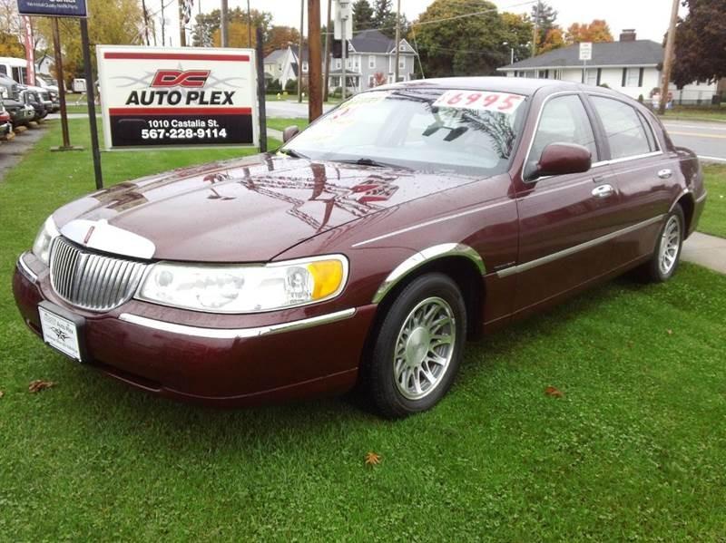 2001 Lincoln Town Car Signature 4dr Sedan