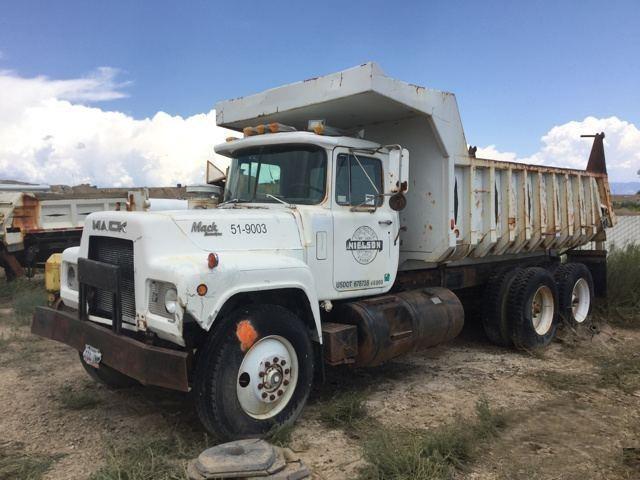 1987 Mack R688st  Dump Truck
