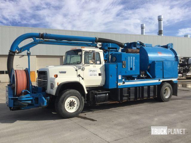 1994 Ford L8000  Vacuum Truck