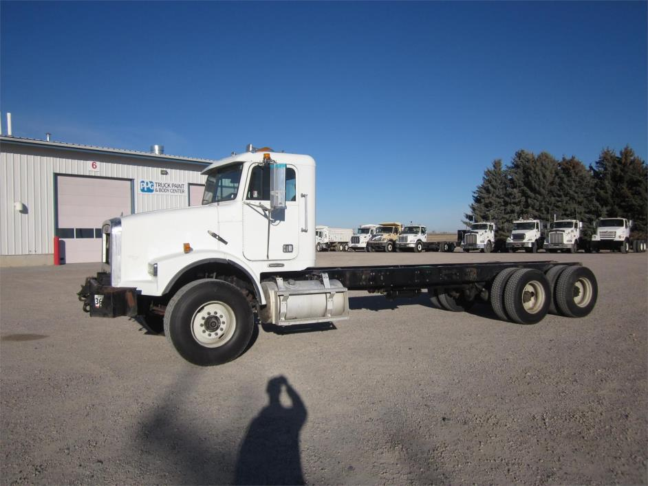 2000 Freightliner Fld112  Cab Chassis
