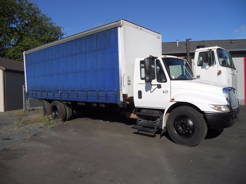 2004 International Durastar 4300 Conventional - Day Cab