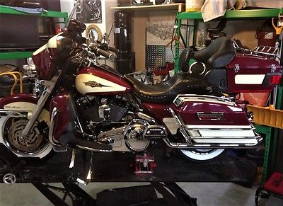 Harley-Davidson: Touring Harley Davidson Ultra Classic Rare Burgundy and Cream Very good condition