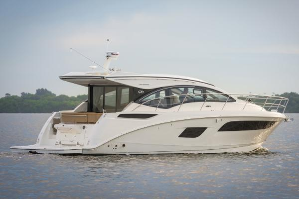 2017 Sea Ray 400 Sundancer