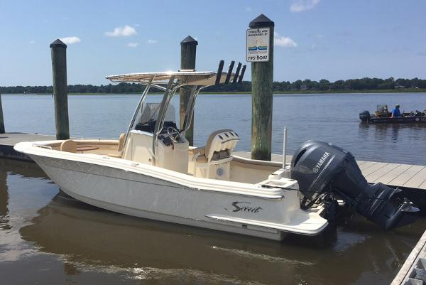 2017 Scout Boats 215 XSF