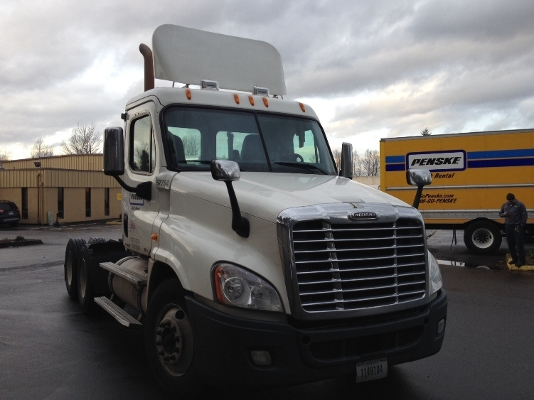 2010 Freightliner Cascadia Conventional - Day Cab