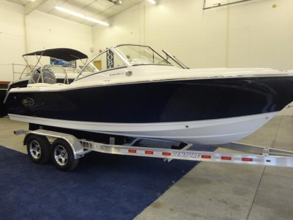 2016 Sea Hunt Escape 211 LE