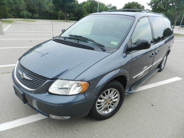 2002 Chrysler Town and Country Limited 4dr Minivan
