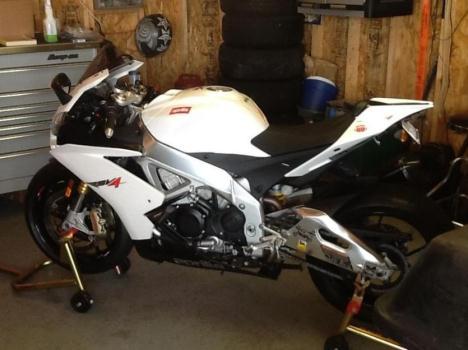 2012 Aprilia RSV4R 1000cc Sportbike 40th Anniversary Low Mileage