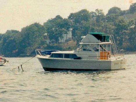 1969 Chris-Craft 310 Commander