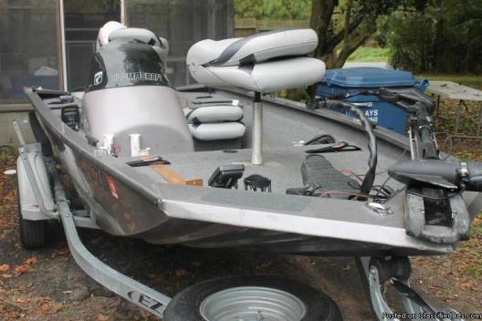 2013 16 FT . Alumicraft Bass Boat
