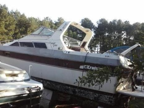 1983 Cruisers Inc 30' twin engine cruiser