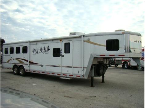 2005 Bison 4-HORSE W/LIVING