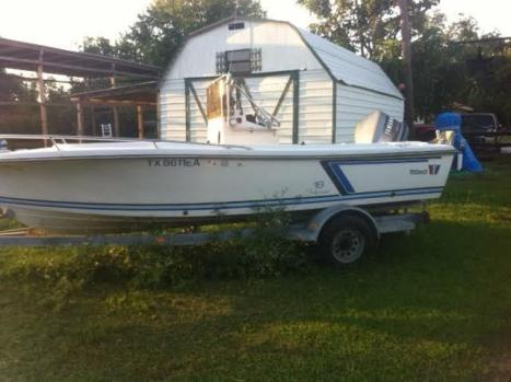 >>>18ft wellcraft bay boat,center console..w/motor and trailer <<<