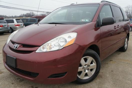 2007 TOYOTA SIENNA LE LOADED w/POWER DOORS ONLY 102K