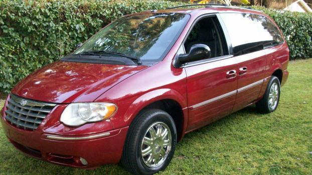 2007 chrysler town country'limited' 50,000 miles!! mint!