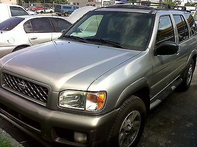 Nissan : Pathfinder LE Nissan Pathfinder 4x4 clean title ready for the winter