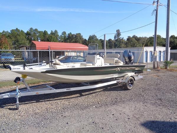 2016 Xpress Boats Hyper-Lift Bay Series H20B