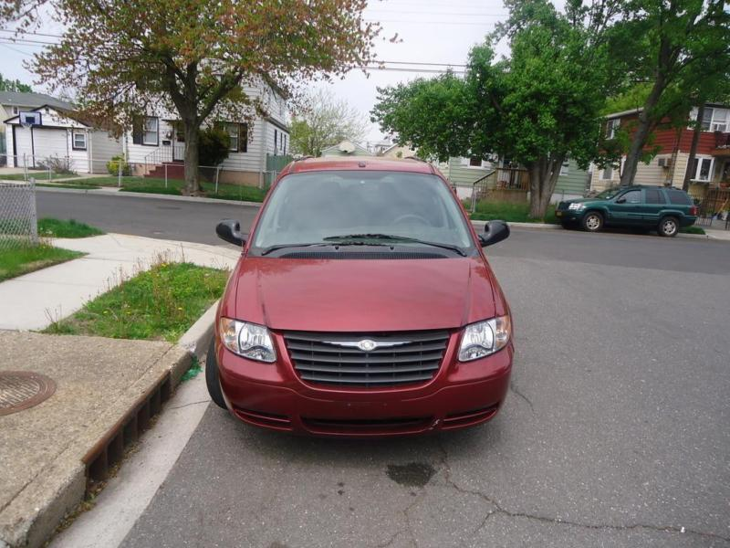 2007 CHRYSLER TOWN AND COUNTRY RED V6