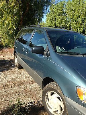 Toyota : Sienna LE Mini Passenger Van 5-Door Toytoa van Seinna 2001, good condition, clean title, run well, green outside