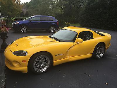 Dodge : Viper GTS Coupe 2-Door 2001 dodge viper gts coupe excellent condition rare yellow stripe delete
