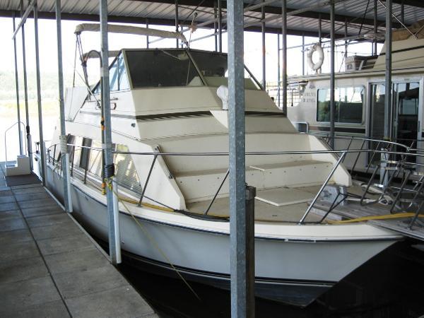 1979 Carver 33 Mariner