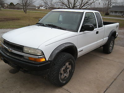 Chevrolet : S-10 ZR2 2003 chevy s 10 zr 2 4 x 4 4 wd white pickup truck clean title