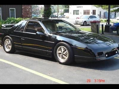 Pontiac : Fiero SE Coupe Pontiac Fiero SE 5spd 6 cyl