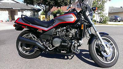 Honda : Magna Immaculate 1985 Honda V65 Sabre VF1100S 13k miles