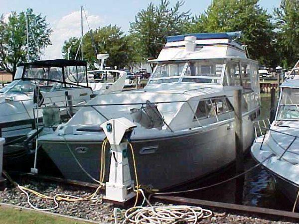 1977 Pacemaker 40' Flybridge Motor Yacht