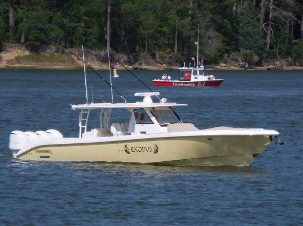 2016 EVERGLADES BOATS 435 CC
