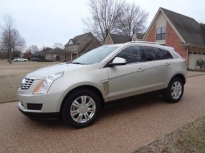 Cadillac : SRX Luxury Collection NONSMOKER, SRX, REAR CAMERA, PANORAMIC ROOF, HEATED SEATS, PERFECT CARFAX!
