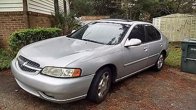 Nissan : Altima GLE Reliable A to B Car, Silver, not ugly, 2001 Nissan Altima with Sunroof, AC etc.